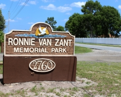 ronnie-van-zant-memorial_34178622824_o