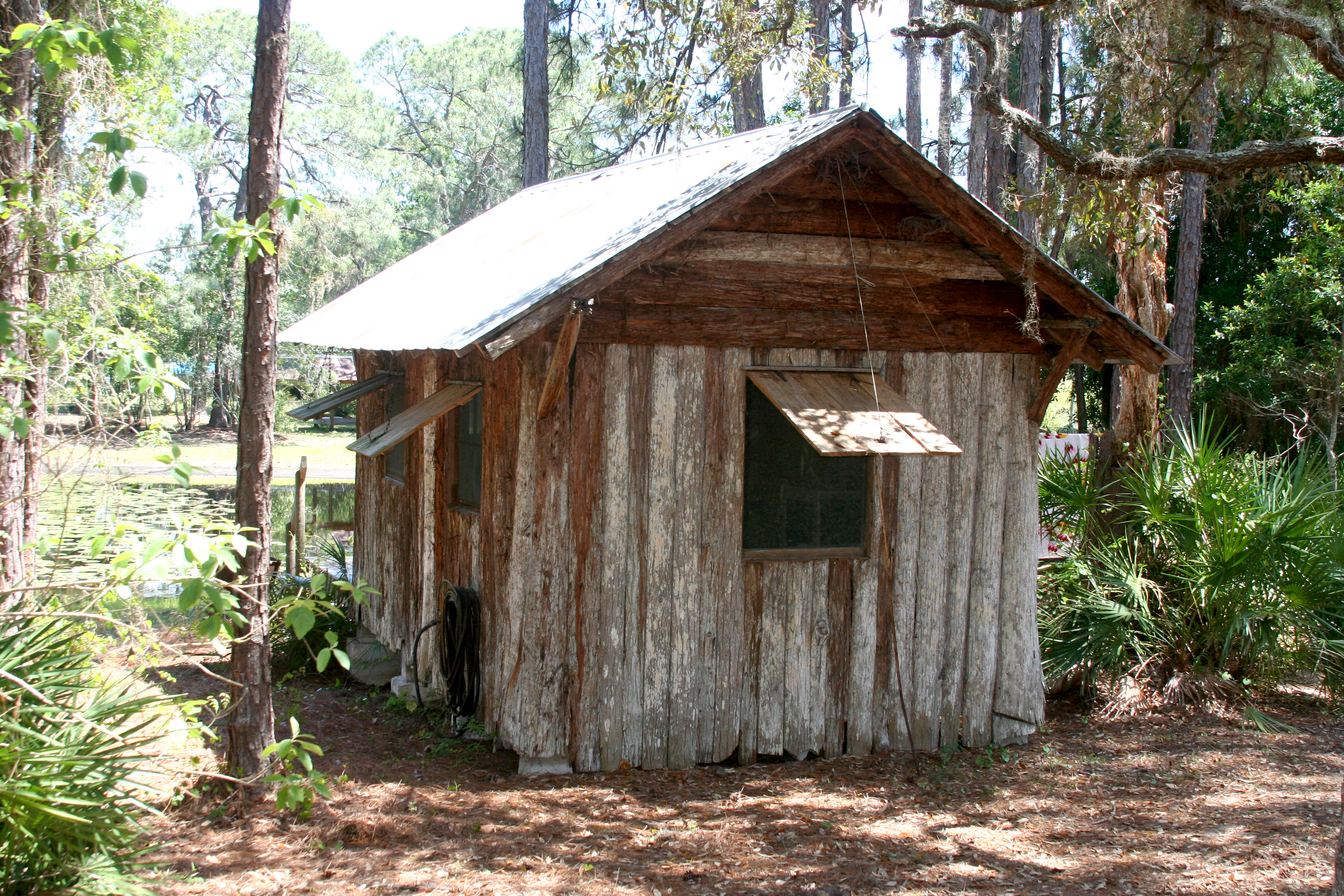 small-cabin-in-the-woods_8636564676_o
